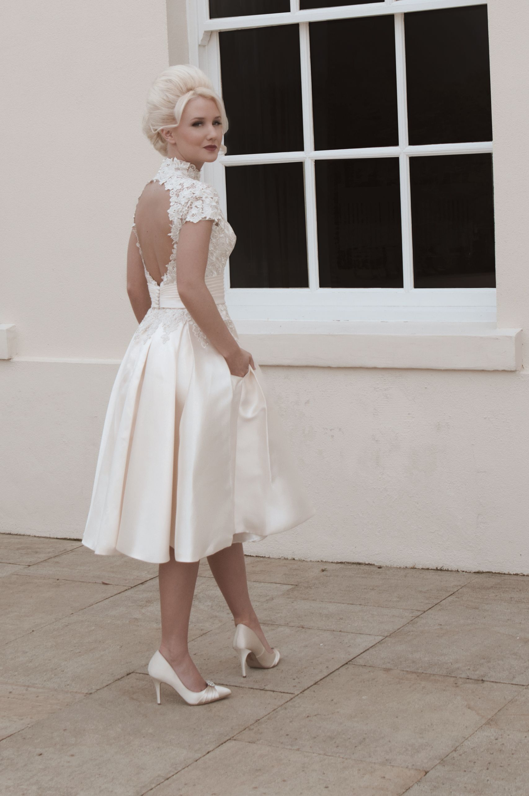 Fabulous Discount New Vintage Lace Short Wedding Dresses A Line Sweetheart Cap Sleeve Backless Lace Up Knee Length