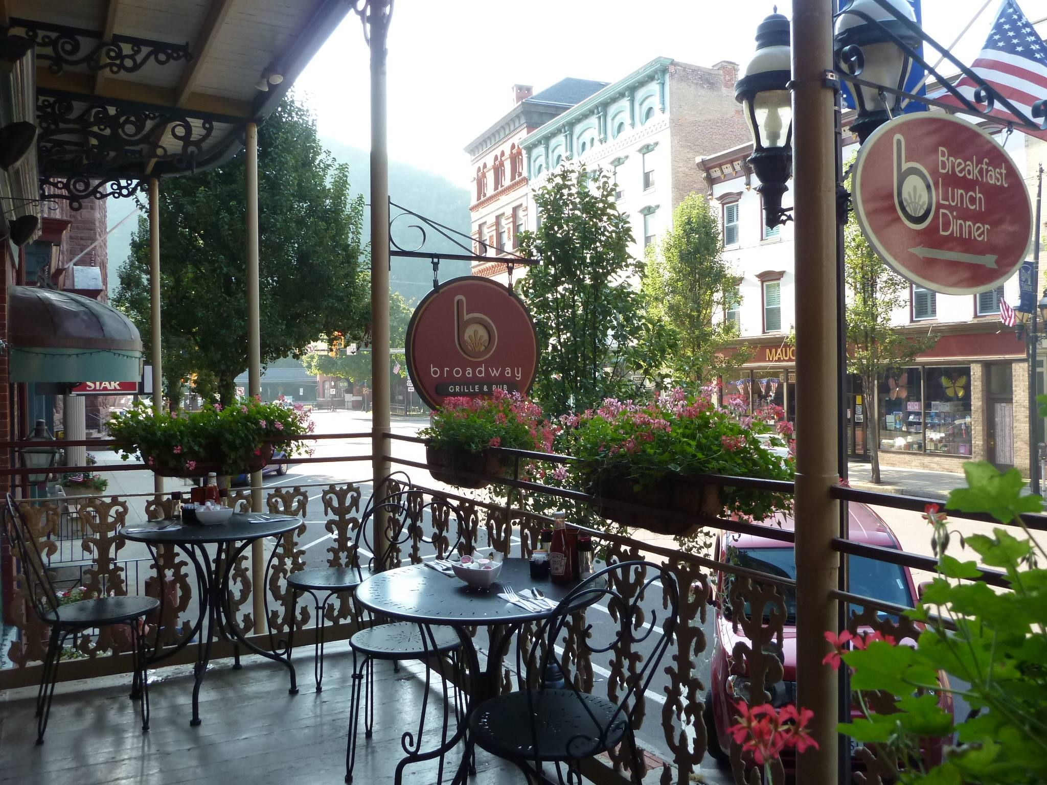 Dine Indoors Or Outdoors At Broadway Grille Pub And Experience The Historic Charm Of Inn Jim Thorpe In Poconos Poconomtns