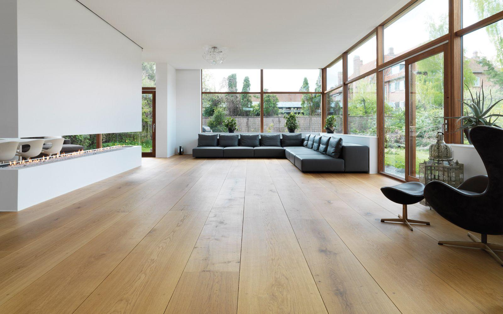 Eiken houten vloer brede en lange planken 30 cm breed en tot 12