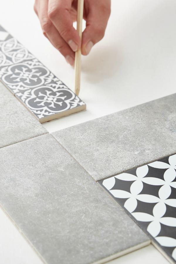 Diy De La Mosaique Sur Une Table En Palettes Diy Table Palette Table Basse Palette