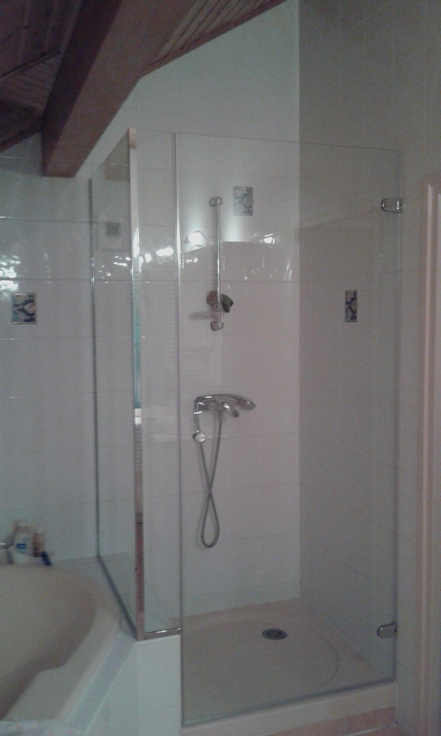 pare douche en verre tremp sur mesure avec pi ces en aluminium chrom brillant pare douches. Black Bedroom Furniture Sets. Home Design Ideas