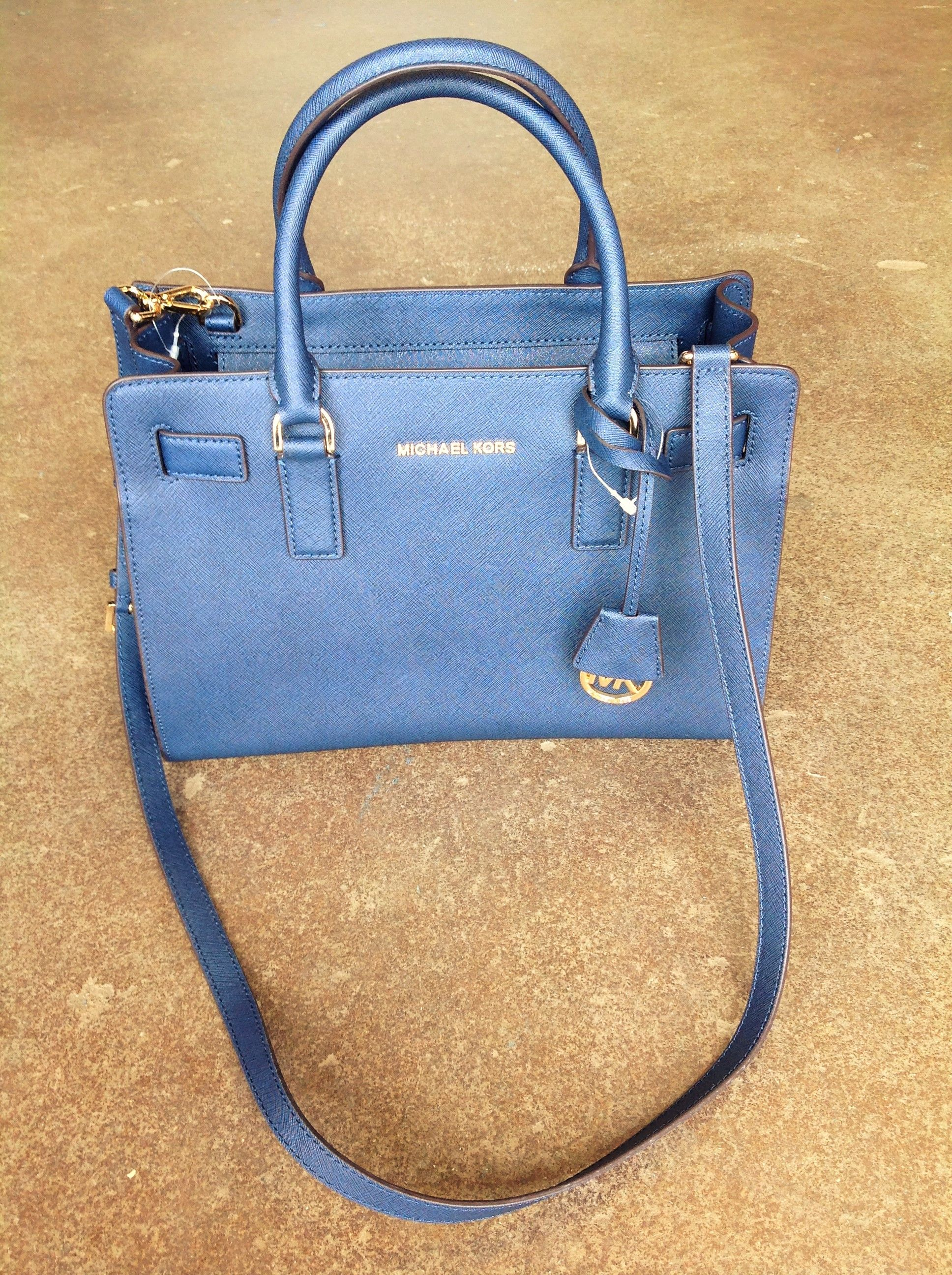 6 Ways to Tell a Fake Michael Kors Handbag From the Real Thing ... 9155d3d236