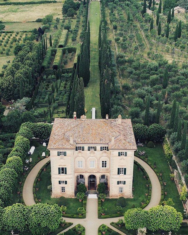 Villa Cetinale One Of The Most Enchanting Villas O Cetinale Enchanting Raumteiler Villa Villas Villen Aussengestaltung Haus Aussen