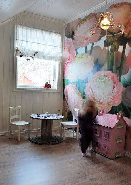 Best Great Bold Wallpaper For Little Persons Room Floral 400 x 300