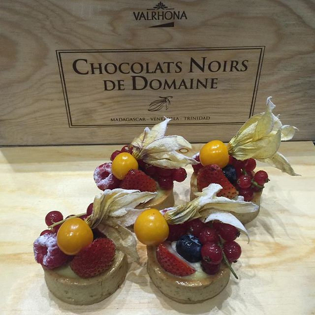 Fruits tarts dessert pastry delicious croissant France