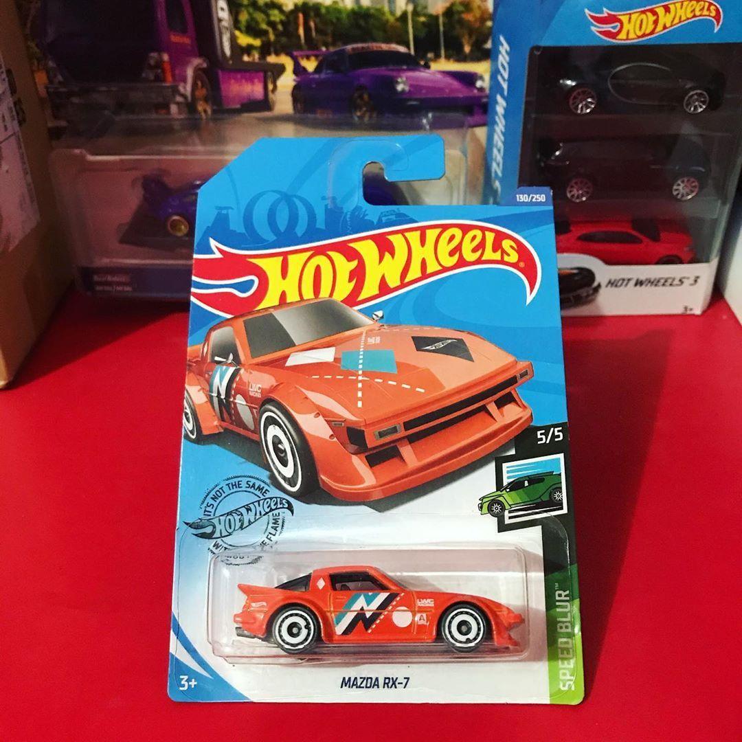 Mazda RX-7 . #mazdarx7 #hotwheels #indonesia #hotwheelspics #hotwheelsphoto #diecast #diecaster #diecasterindonesia #diecastcollector #diecasthunter #diecastforfun #diecastlovers #diecastgantungan #pecintadiecastgantungan #mattel #hotwheelsofficial #toys #diecastdaily #hotwheelsindo #diecastbuster