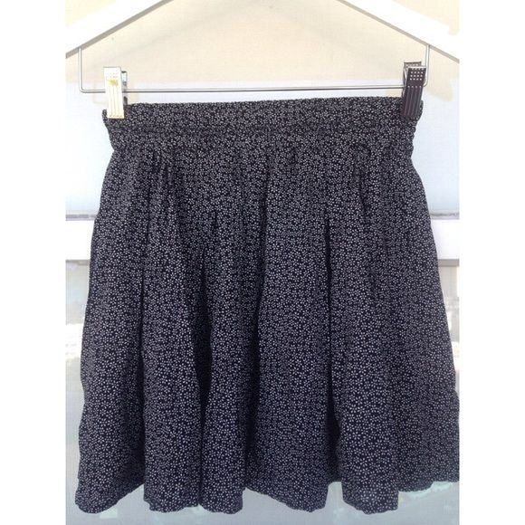 "Brandy Melville Floral Skirt  Black and white floral pattern, cute for the summer, rubber waist band, 14,5"" long, one size fits all, made in Italy, 58% cotton, 42% viscose. Brandy Melville Skirts Mini"