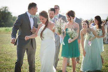 bridal party candids | photos by April Bennett Photography @April Bennett Photography