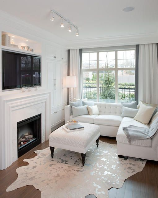 How to decorate when your front door opens into your - Small living room ideas with tv ...