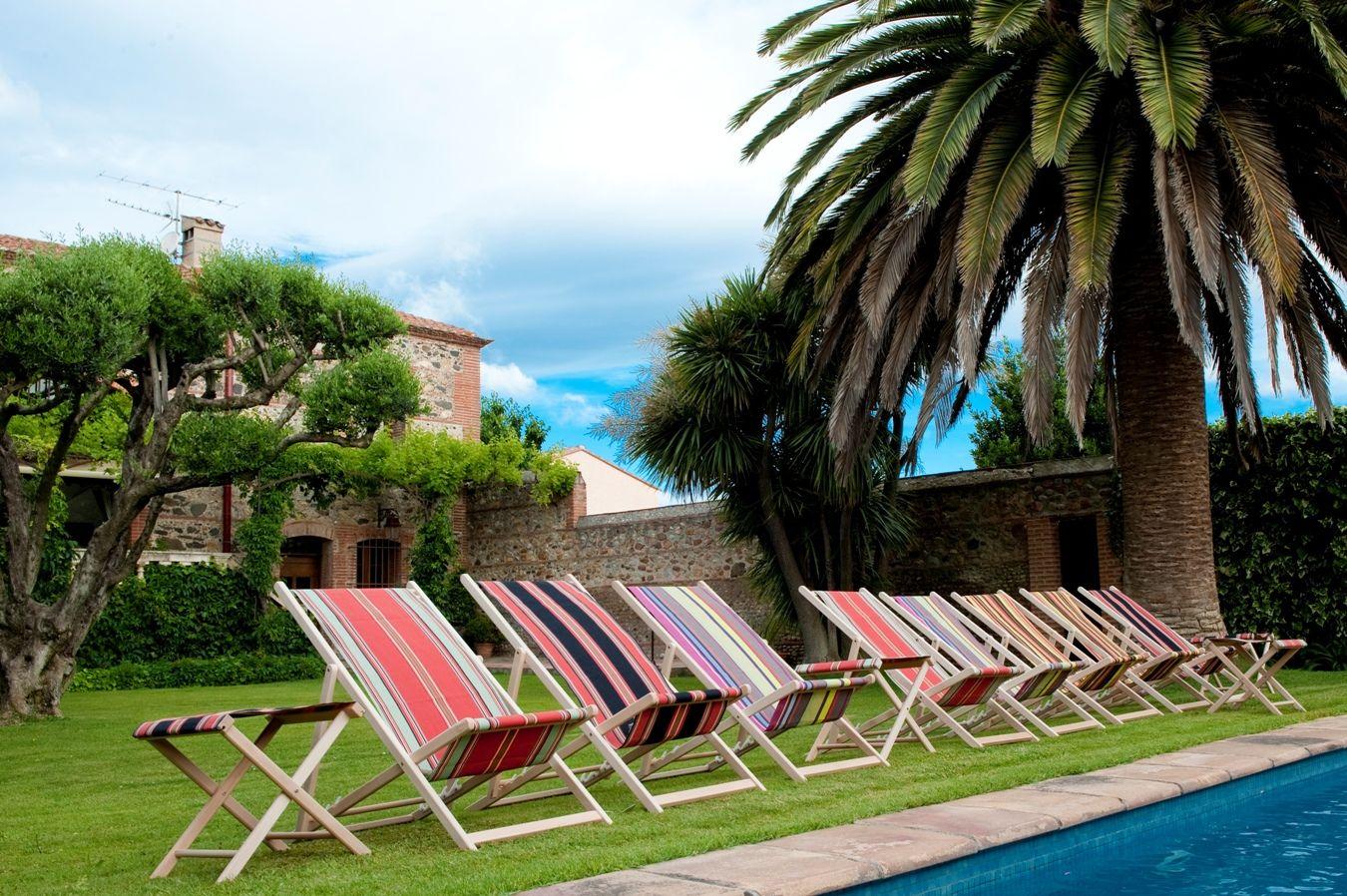 chaises longues pool pinterest toile pare soleil. Black Bedroom Furniture Sets. Home Design Ideas