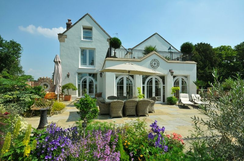 Warburton, Cheshire (GBP2.5m, Jackson Stops & Staff): http://www.primeresi.com/prime-properties-of-the-week-11/11497/#