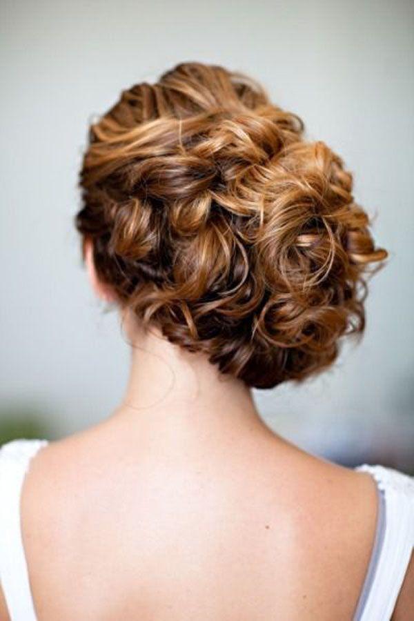 Acconciature sposa capelli ricci e lunghi