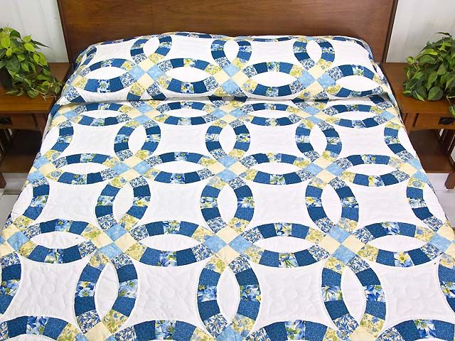Blue Double Wedding Ring Quilt In 2020 Double Wedding Ring Quilt Double Wedding Rings Wedding Ring Quilt