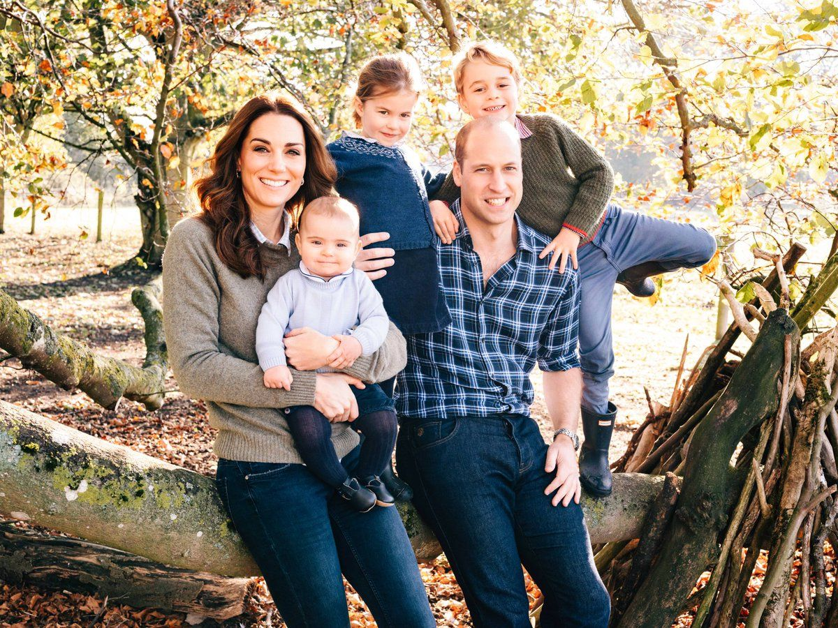 Https Twitter Com Kensingtonroyal Status Harry And Meghan Release Super Chic Christmas C Royal Family Christmas Prince William And Kate Kate Middleton Family