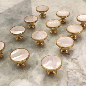 Ordinaire Mother Of Pearl Knob/ Drawer Pull/ Unique Knob/ Cabinet Knob/ Dresser Knob/  Brass Knob