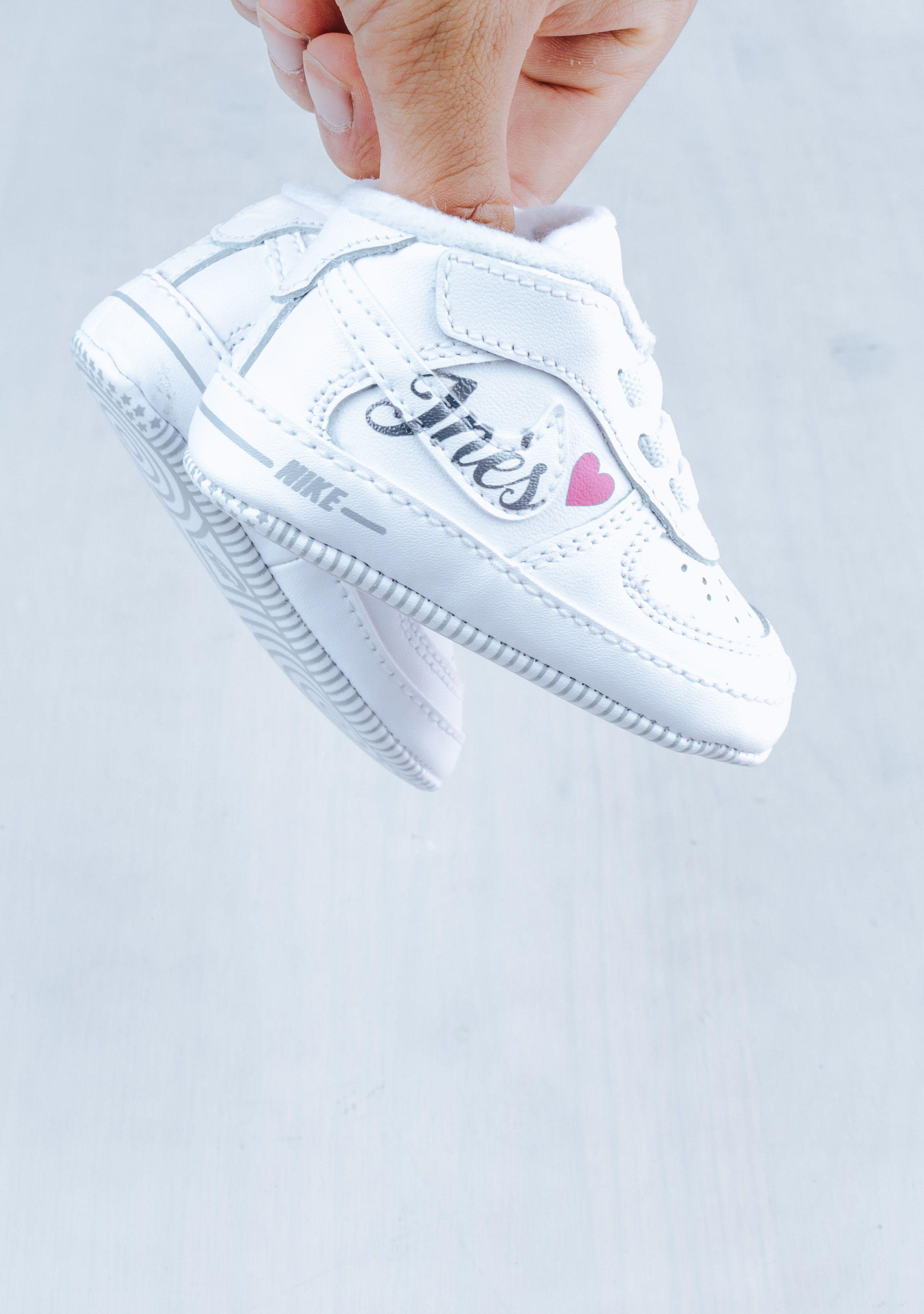 Shoozy personnalise vos chaussures bébé pour un cadeau