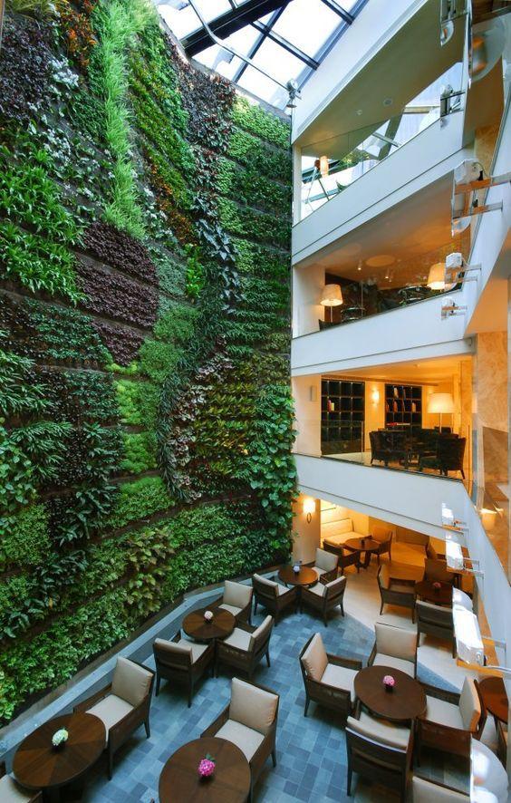 Restaurante con jardín vertical | ARCHITECTURE | Pinterest | Jardín ...