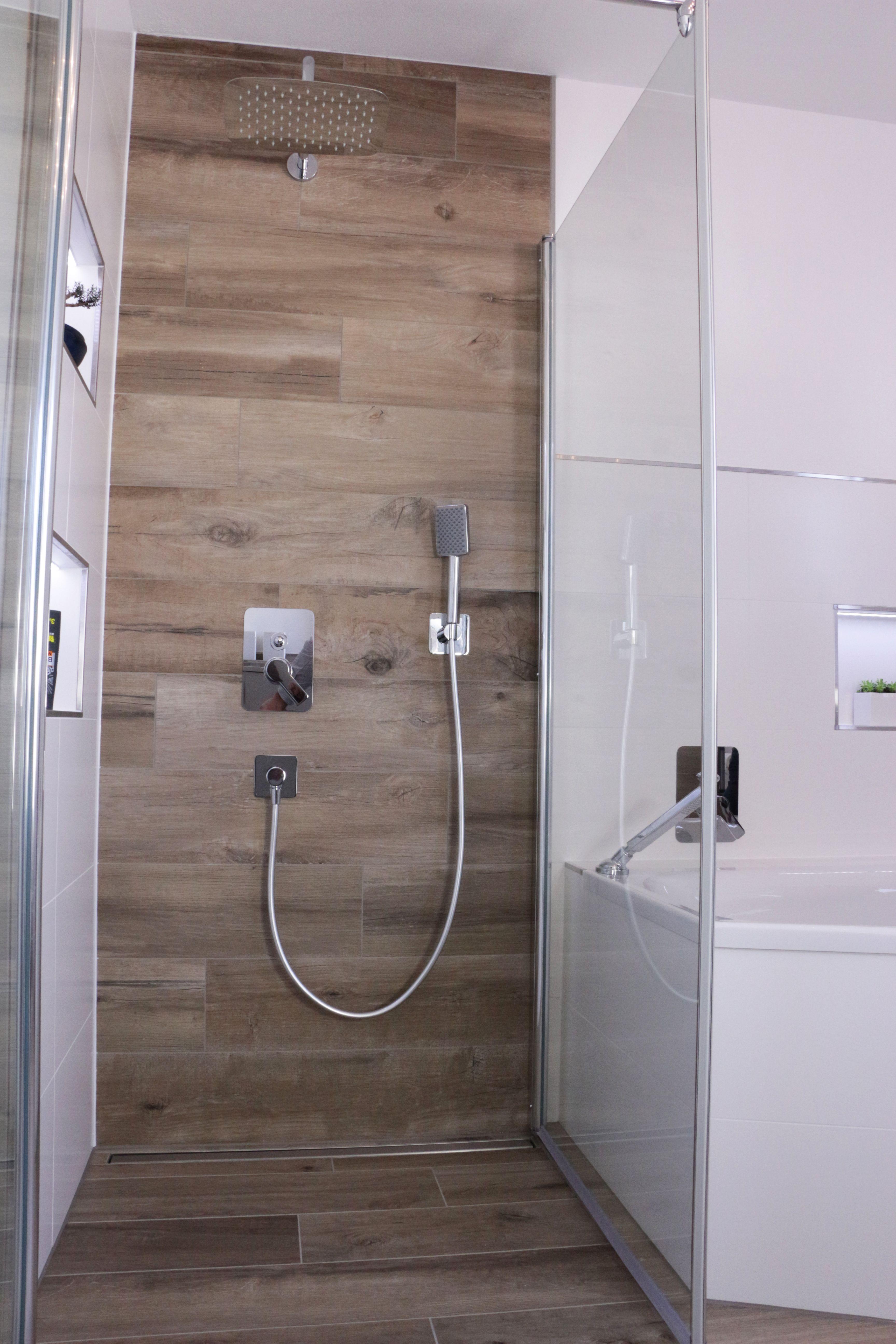 Rain Shower In The Bathroom Regendusche Im Badezimmer Tiles In
