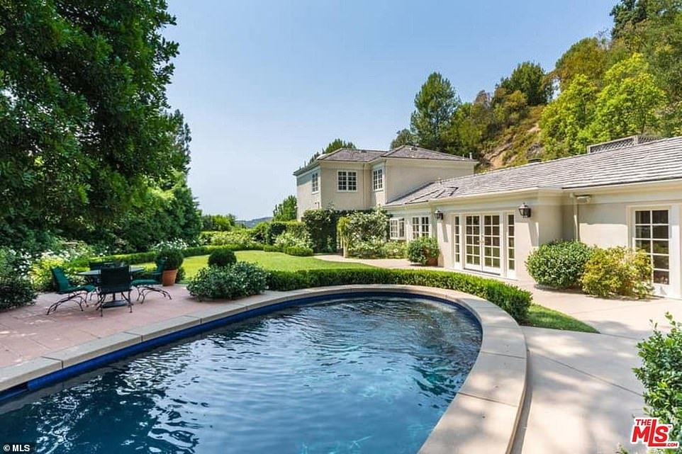 Katy Perry Spends 7 5 Million On Lavish Four Bedroom Mansion For Her Friends And Family Beverly Hills Houses Mansions Spanish Style Homes