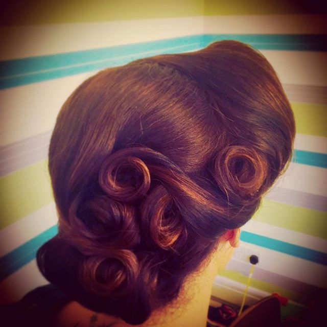 1940s pin-curled style with victory