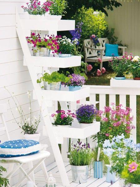 Rincones con encanto en tu terraza latino living for Rincones de jardines con encanto