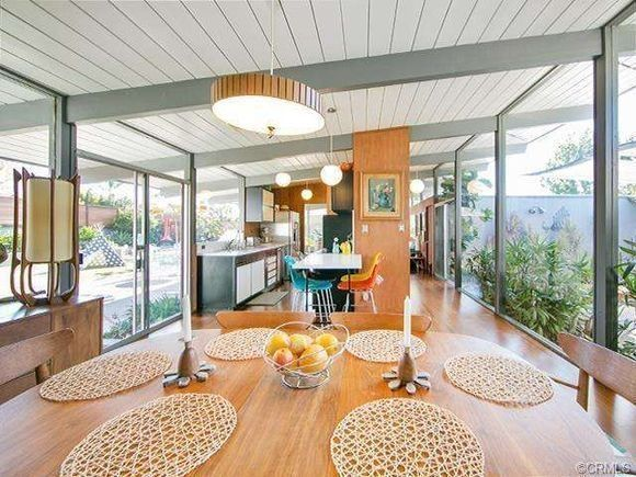 Designed by the architecture team of A. Quincy Jones and Frederick Emmons and built by prolific mid-century developer Joseph Eichler, this house.