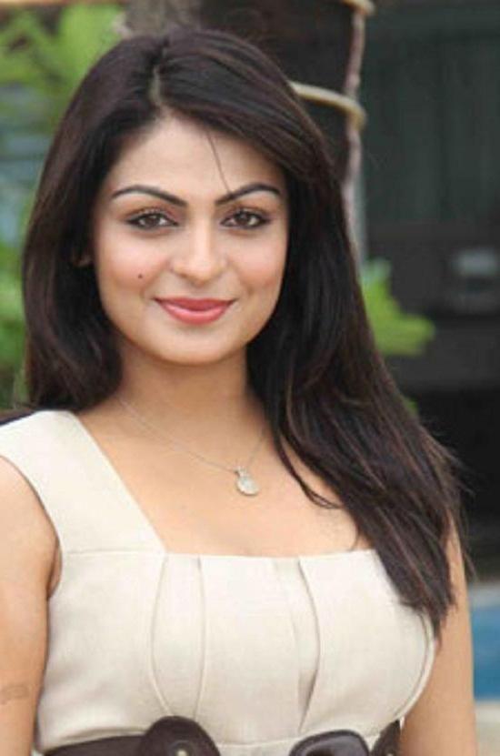 Pin By The Half Soul On Neeru Bajwa Cute Celebrities Teen