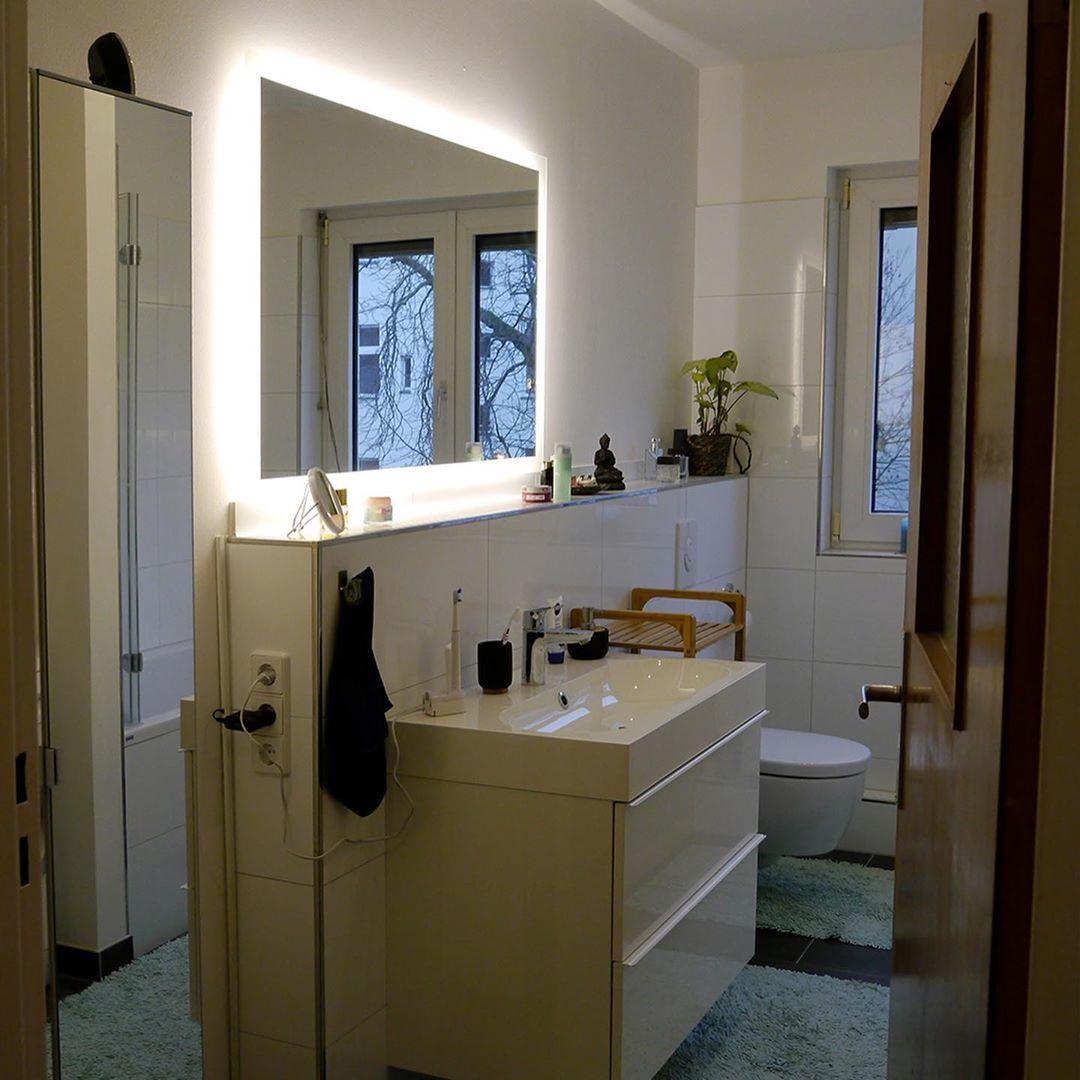 Design Badspiegel Mit Led Beleuchtung Wandspiegel Badezimmerspiegel Nach Mass Amazon De Kuche Haushalt Badezimmerspiegel Badspiegel Badspiegel Led
