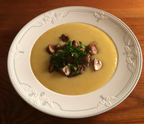 Kartoffelsuppe mit Pilzen (vegan) Diese Suppe schmeckt auch prima mit Pfifferlingen!