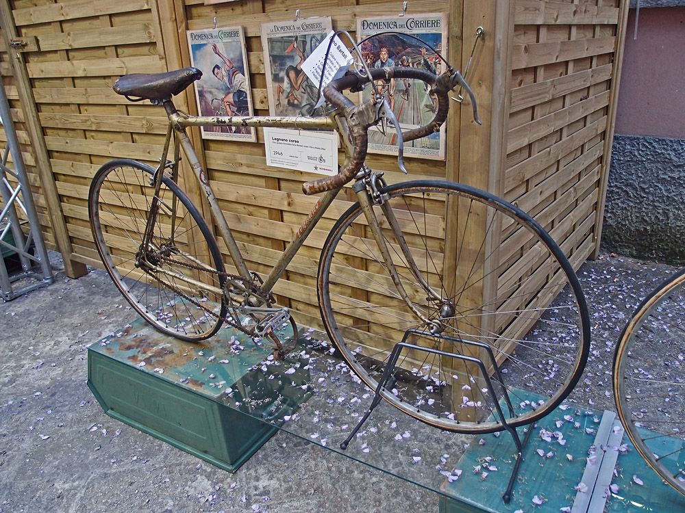 "with this bycicle Gino Bartali won the ""Giro d'Italia"" in 1946"