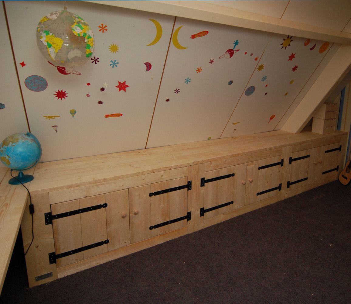 Lage kasten onder schuin dak slaapkamer pinterest kasten zolderkamer en kinderkamer - Kind mezzanine slaapkamer ...