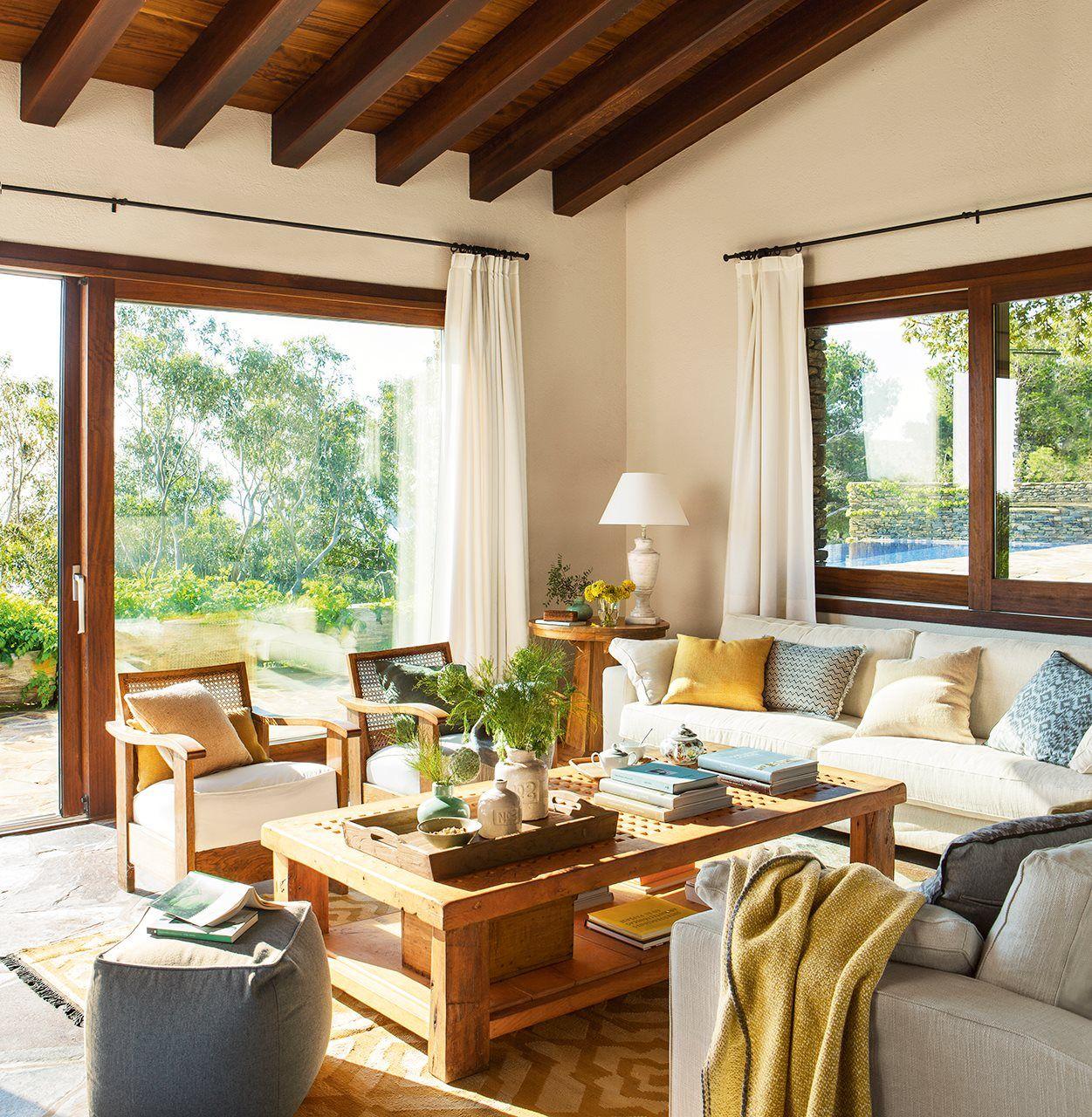 Salón pequeño con salida a terraza y jardín | Casas rústicas ...