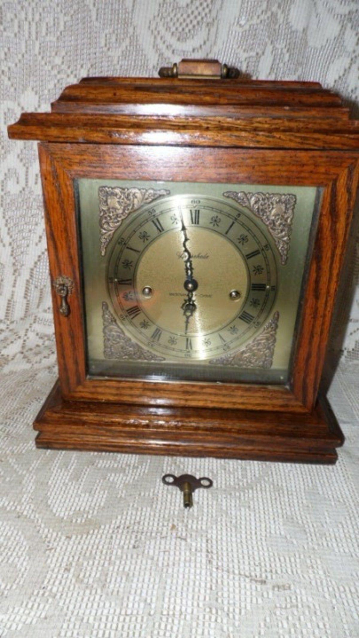 Pin By Vla Sha On Bracket Antique Clocks In 2020 Antique Mantle Clock Mantel Clock Clock