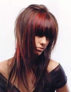Coupe de cheveux avec couleur rouge