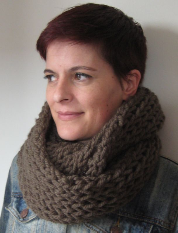 ONE SKEIN, ONE AFTERNOON, CHUNKY COWL | Crafty Knit/Crochet scarf ...
