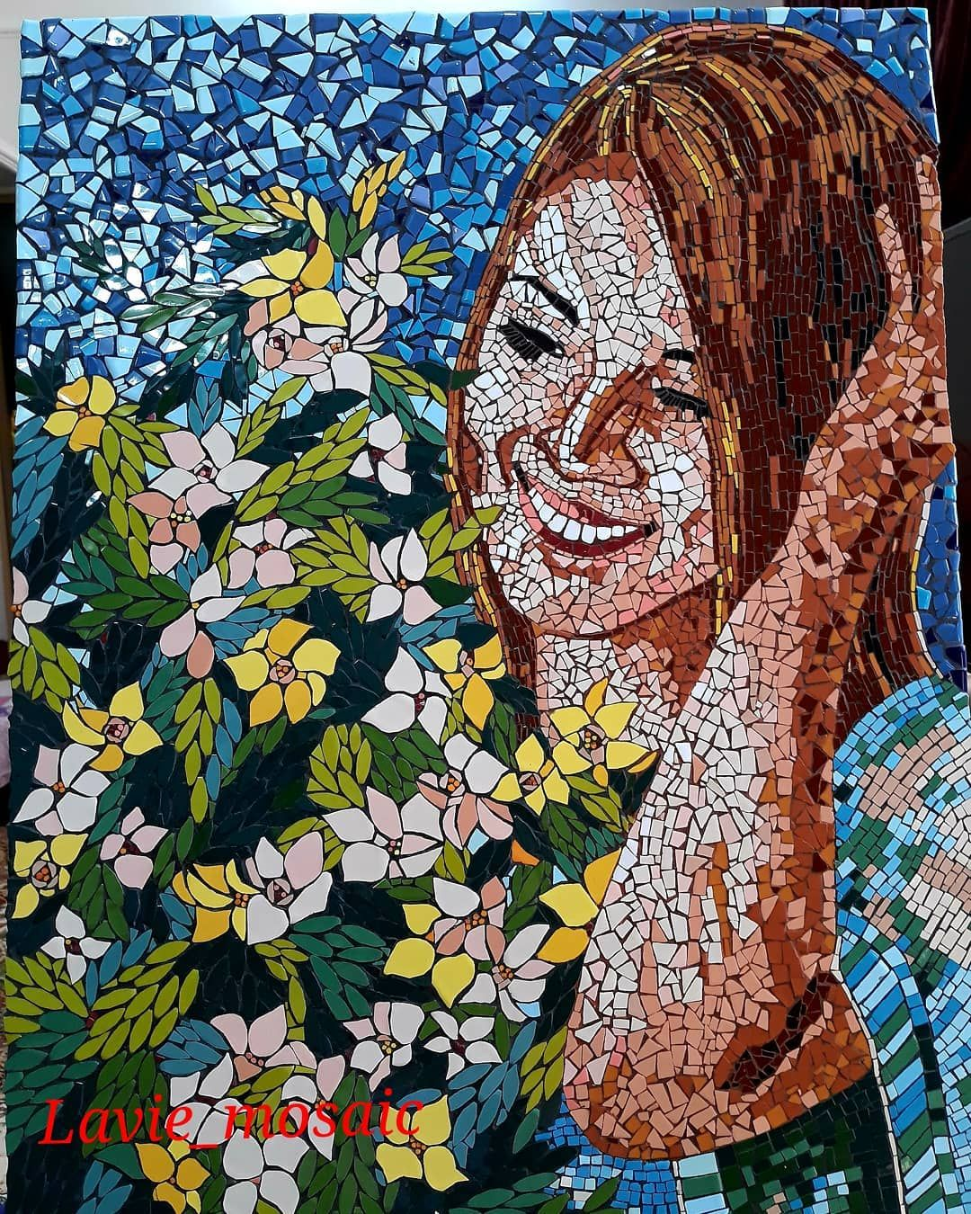 هر کجا که باشی هر جای این سرزمینی باش فقط هر روز خنده هایت را برایم پست کن قلب من برای تپیدن نیاز به انگیزه Immagini Mosaico