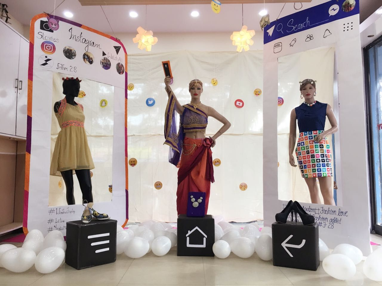 Workshop On Window Display To The Theme Social Media Was Conducted In Indian Institute Fashion Designing Colleges Technology Fashion Window Display Retail