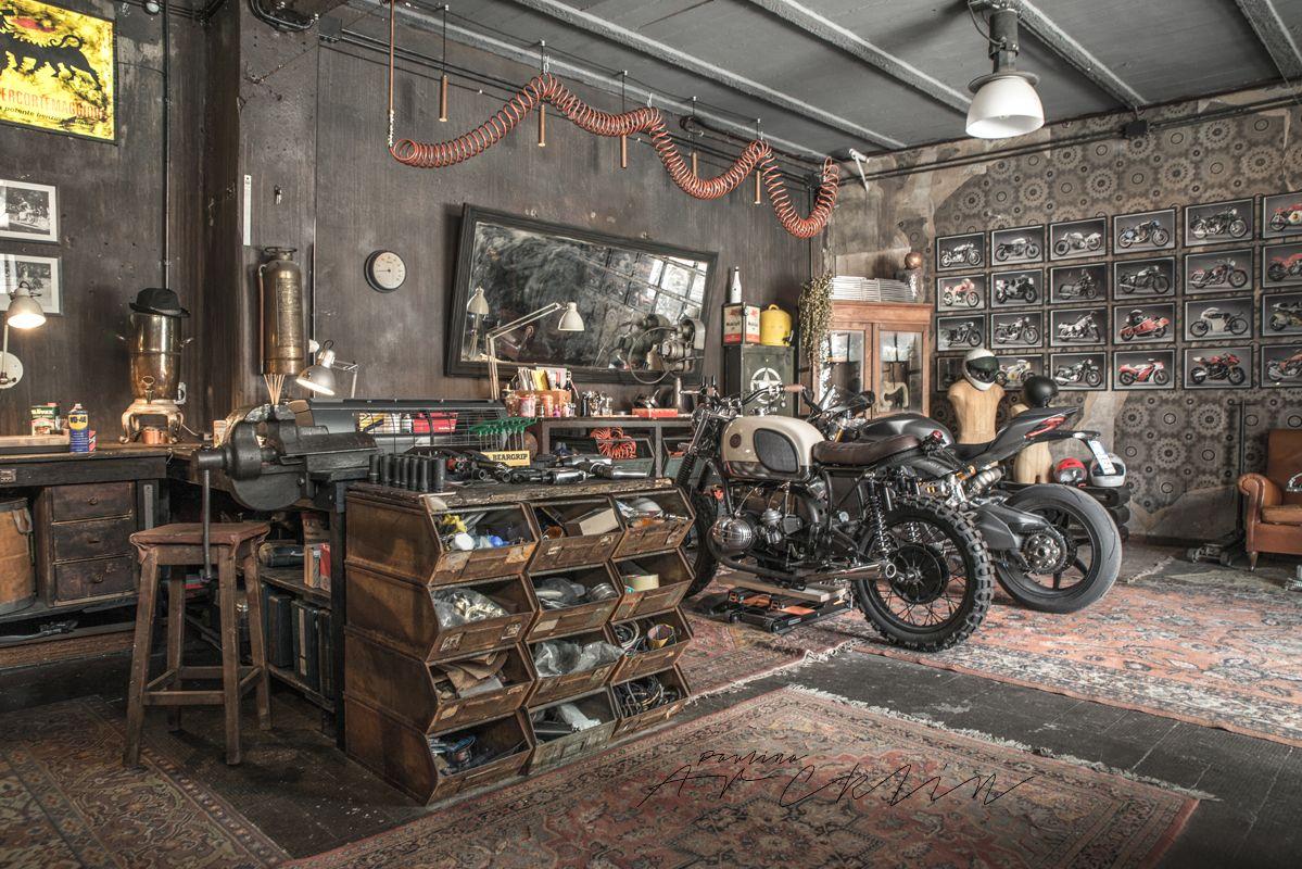 Motos en el sal n o como sala de estar en el garaje for Garajes de ensueno