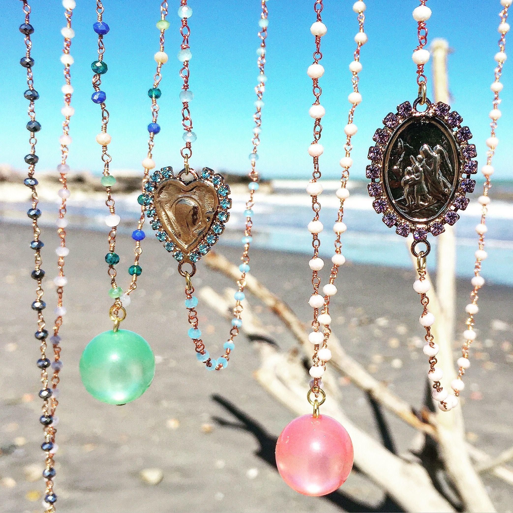 Fashion necklace by Matildesign. Rosarietti multicolore con ciondolo