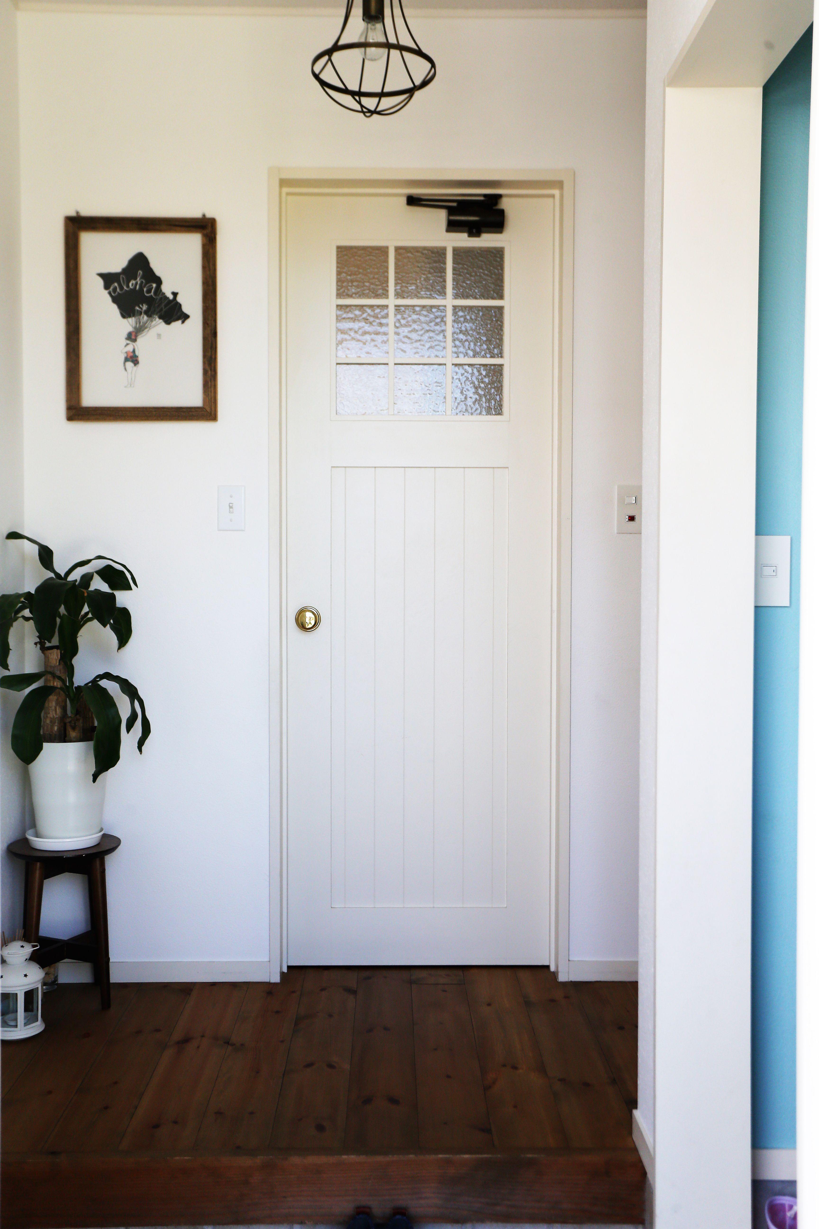 赤いギャッベとブルーのドアの北欧スタイルの家 ゼストの写真集 倉敷市