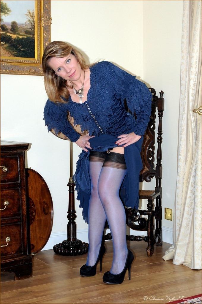 Pin on Mature Women Wearing Stockings