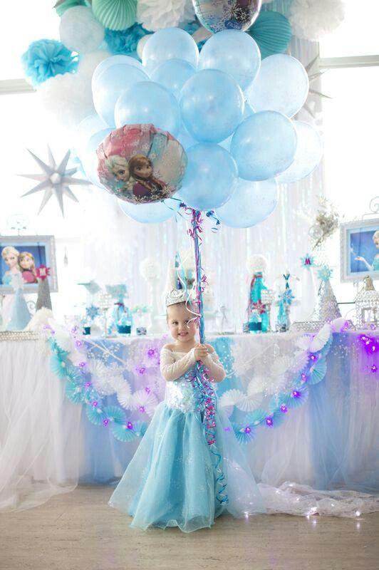 decoracion con globos de fiesta de frozen
