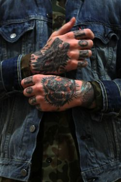 mans tatoo hands