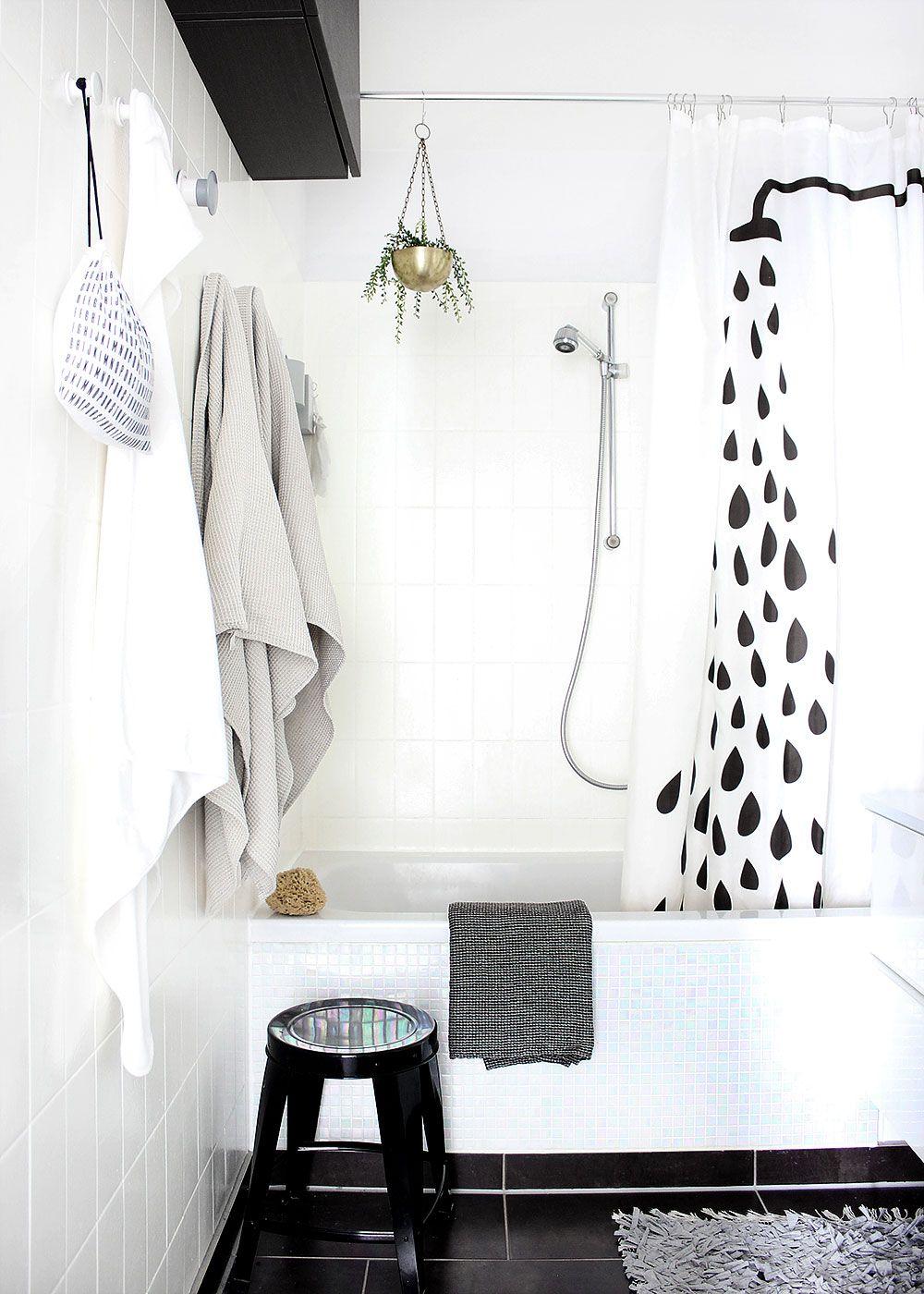 unser bad in schwarz wei pastell mit diy badewannenfront aus mosaikfliesen - Schwarzweimosaikfliese Backsplash