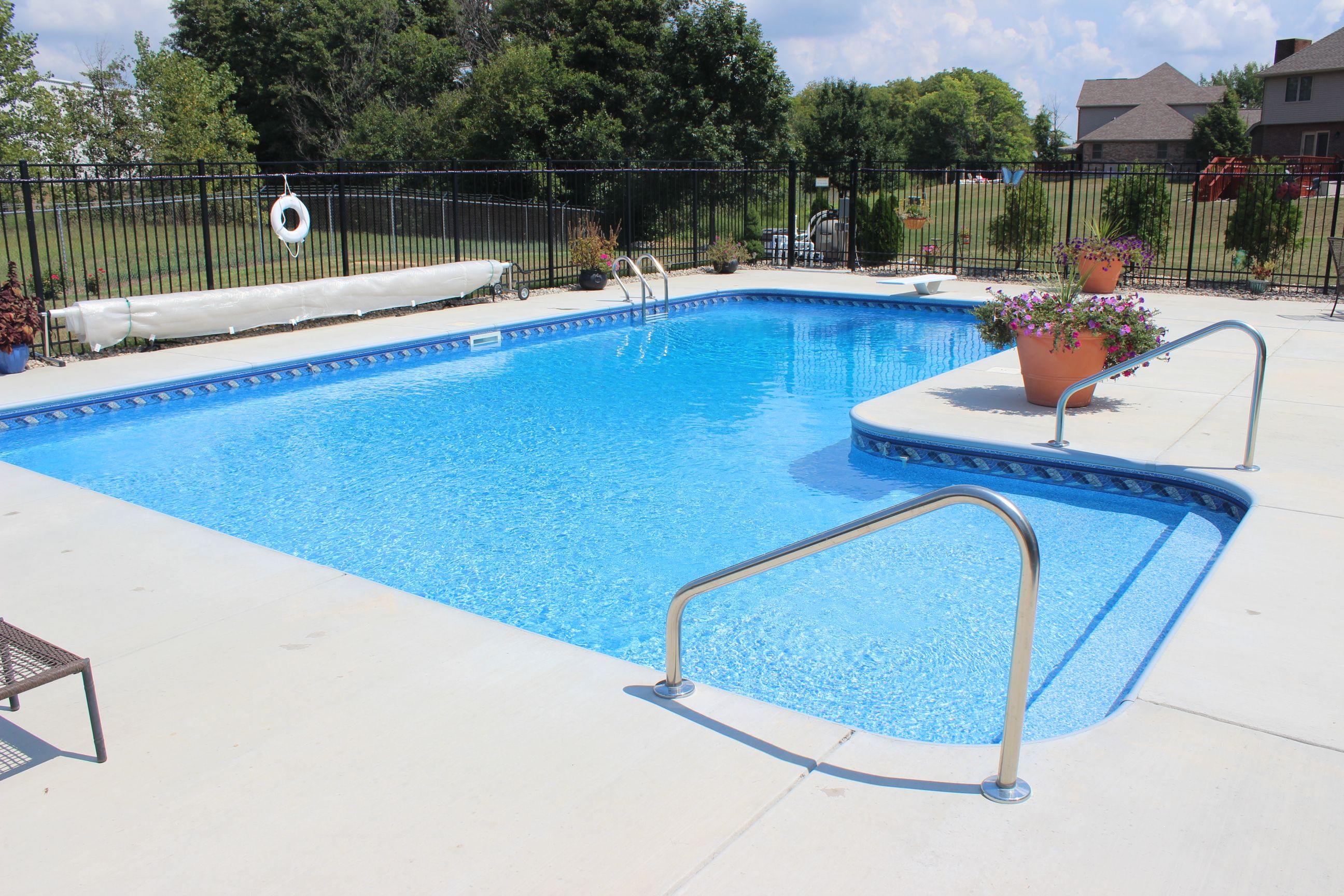L Shaped Vinyl Liner Swimming Pool With Custom Sun Deck And Full