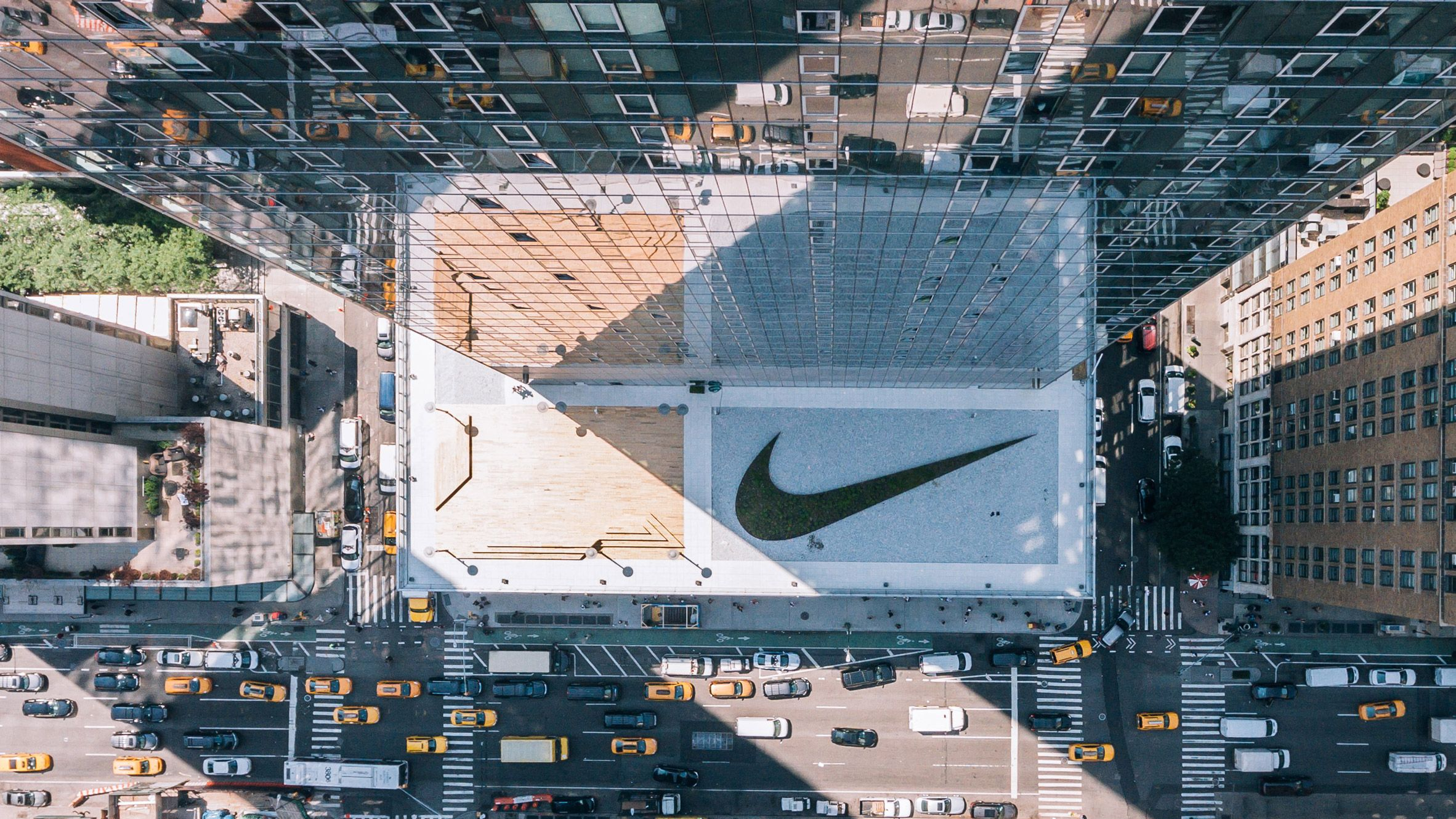 Sedum Plants Form A Huge Tick On The Roof Of Nike S New Headquarters In New York Which Features An Indoor Bas Indoor Basketball Court Jazz Basketball Open Gym