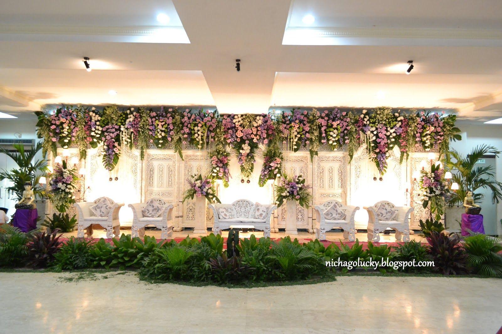 Pelaminan gebyok putih wedding pinterest wedding backdrops indoor wedding junglespirit Image collections