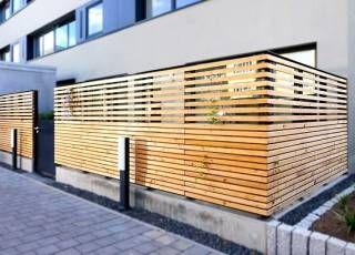 Balkon im Erdgeschoss mit sicherem, soliden Sichtschutzzaun – Anbieterinfo #sichtschutzfürbalkon
