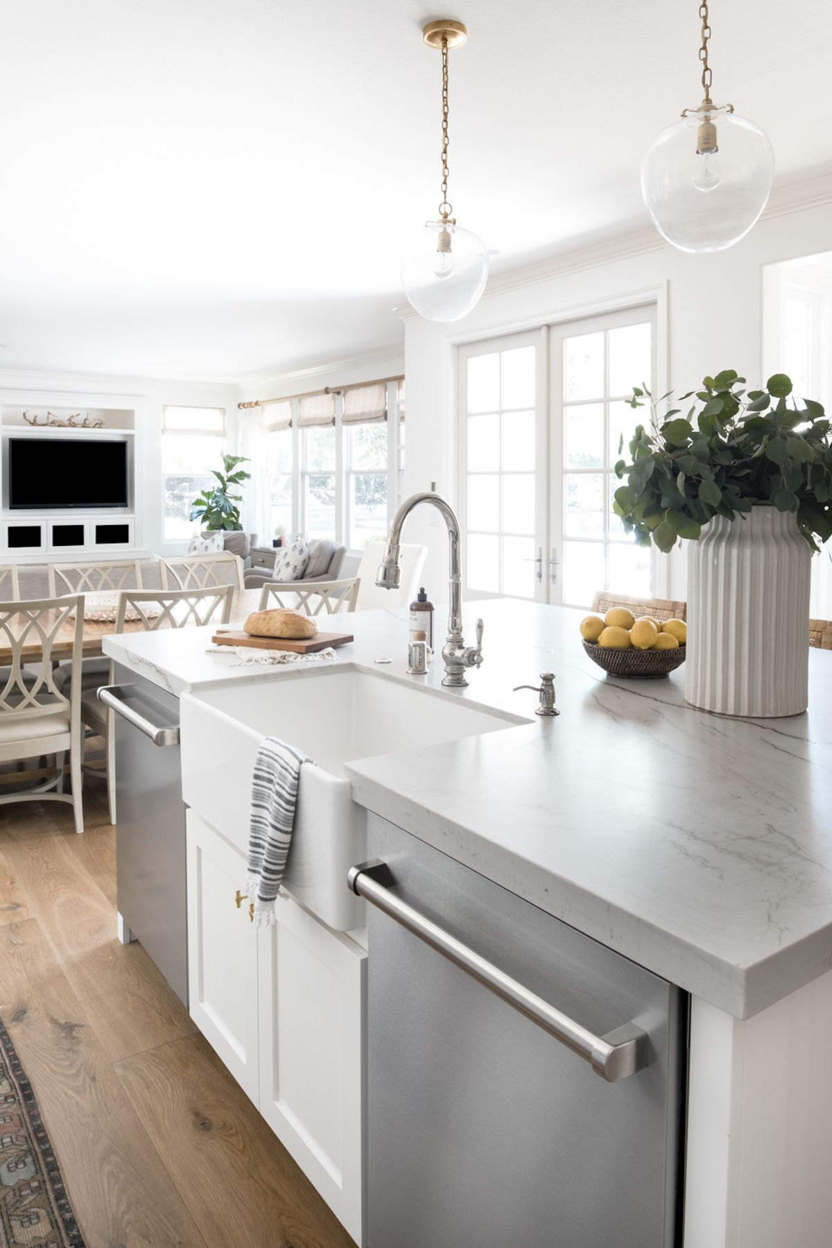 This Irvine Home Gets A Fresh Update With Transitional California Style Haven Home Kitchen Remodel Home Decor