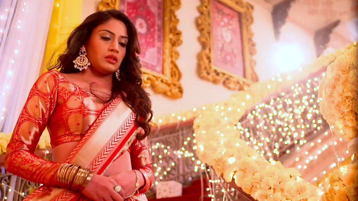 ishqbaaz-anika-wedding-dress-banarai-style-look-image ...